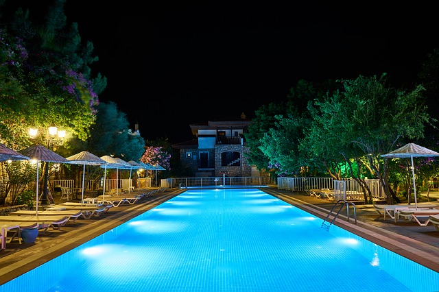 pool-4789444_640